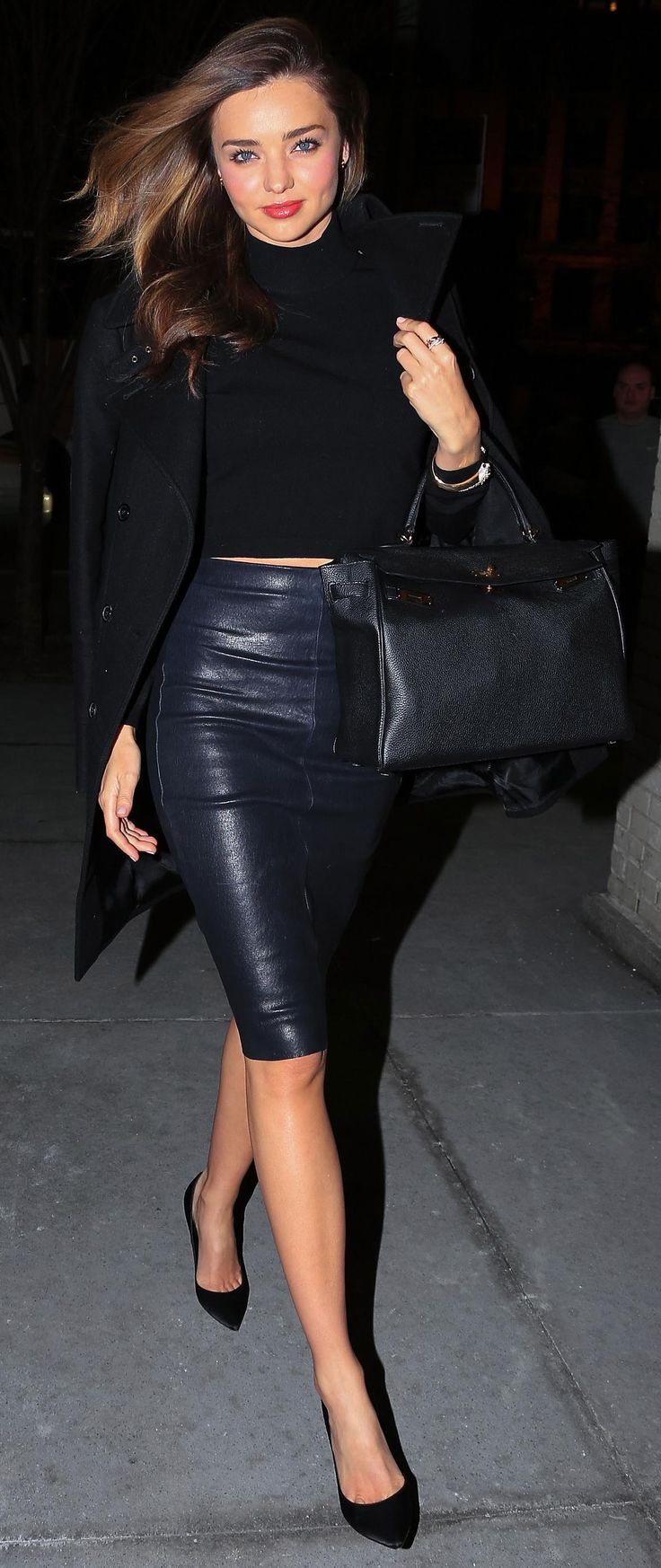 Miranda Kerr superb in all black and a leather pencil skirt <3