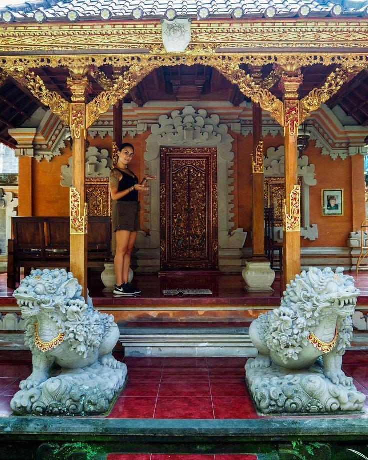 La nostra umile dimora nel centro di Ubud… aveva solo il condizionatore rotto e non eravamo soli dentro… ma da fuori spaccava! 😂💪🏼🎒 • • • #ubud #ubudbali #ubudlife #ubudtrip #fascinatingbali #balimoments #balitraveler #travelbali #visitbali...