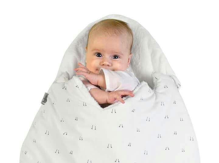 Un nuevo mes... nuevas formas de mimar y demostrar cuanto amamos a nuestros bebés Cafuné! ¿Sabías que nuestro HUEVO tiene un cinturón interior que permite que el bebé no se escueta hacia abajo? El velcro permite que ates a tu bebé según te convenga!