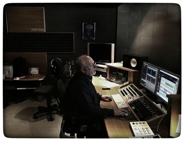 Mistr Slezák ve studiu ADK mástruje LP Hlídač... Mistr Slezak work on mastering of LP Hlidac... #mrakoplas