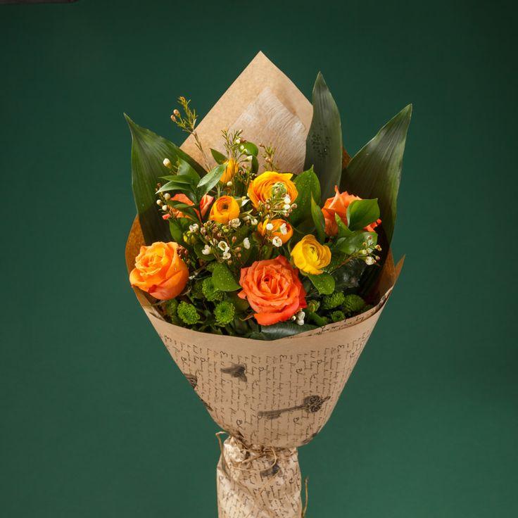 https://www.orasulflorilor.ro/buchete-flori/dulce-in-portocaliu-buchet-de-11-flori-cu-ranunculus-galben-si-trandafiri-portocalii/
