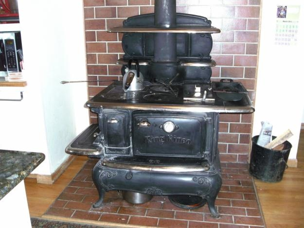 We had one of these in my house when I was a kid!  Everything tasted better cooked on that stove.    beautiful 1913 wood burner