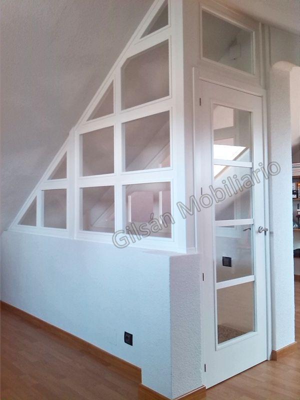 Cerramiento de buhardilla lacado en blanco cerramientos - Cerramientos de escaleras ...