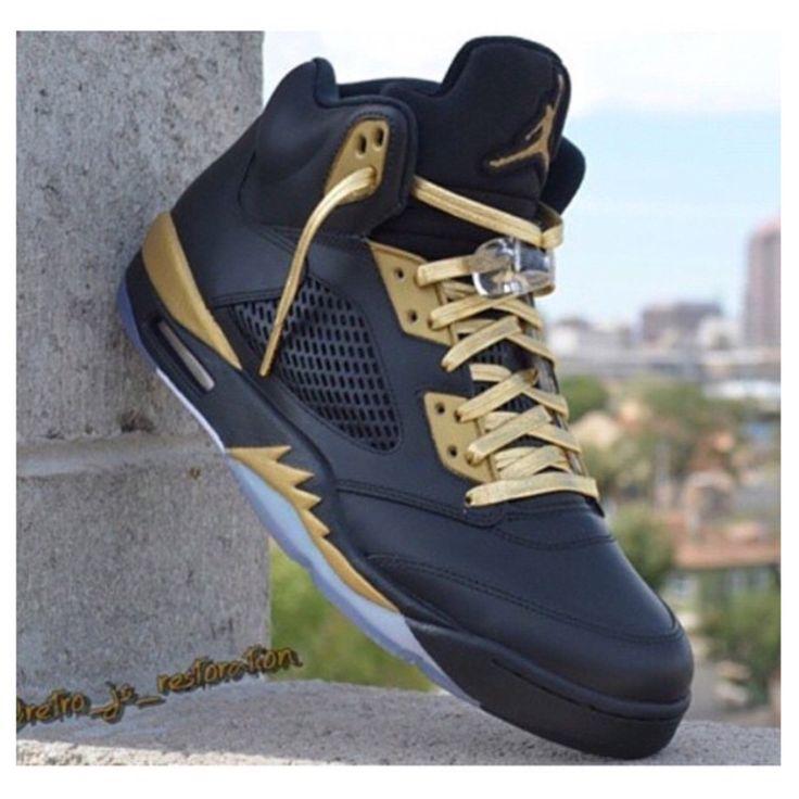 This Jordan 5 custom was made by @retro_js_restoration (Instagram) #TheSoleLibrary #CustomOfTheWeek