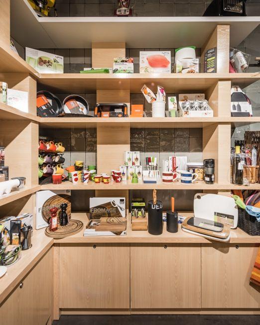 High Quality Estanterías Repletas De Utensilios De Cocina A La última Y Los Gadgets Más  Interesantes Del Mundo