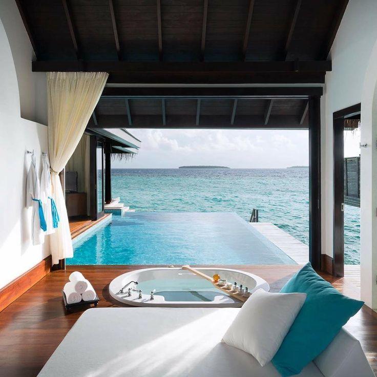 Anantara Kihavah Maldives Villas es un Resort de 6 estrellas situado en la idílica isla Kihavah Huravalhi en Atolón Baa. Ofrece 79 lujosas villas, con una superficie de entre 258 y 2.736 m2, con piscina privada, sobre la laguna o en la playa.  Más informaciones: http://www.arenatours.com/maldivas/hotel/anantara-kihavah-resort-spa/