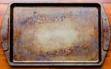 Old dirty oven baking tray | Don't Throw Out That Stained Baking Pan. Here's How to Make It Look New Again!