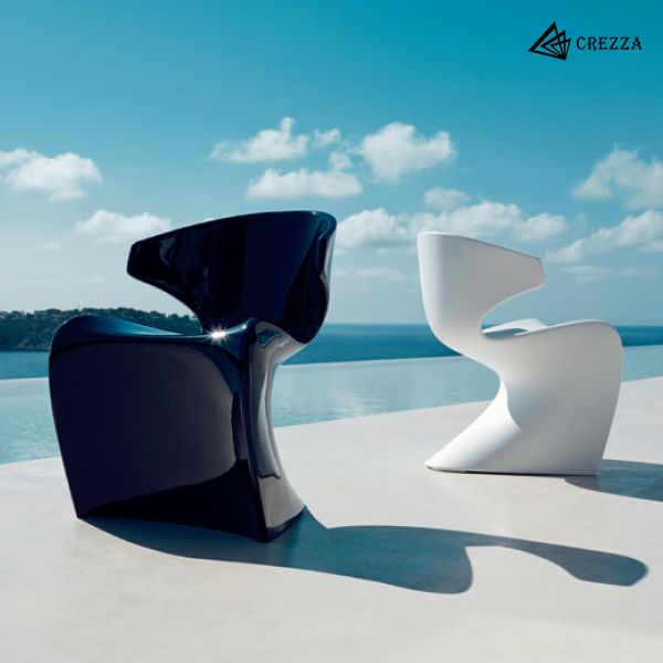 Extreme curves and angles. A bold piece of art with dynamics and an immense visual impact.