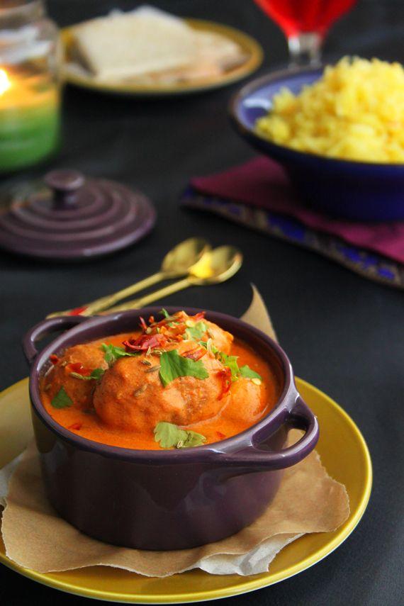 kashmiri dum aloo // soft, deep fried potatoes in a creamy curry sauce. mmmmm.