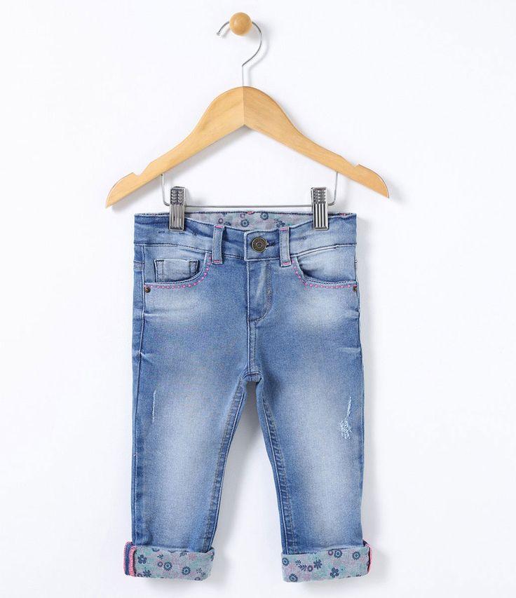 Calça Infantil Skinny Com forro estampado Com barra dobrada Com elástico interno para ajuste da cintura Marca: Póim Tecido: Jeans COLEÇÃO INVERNO 2017 Veja outras opções de calças jeans infantis. Póim Menina Sabemos que de 1 a 4 anos de idade, o que vale é o gosto da mamãe. E pensando nisso, a Lojas Renner, possui a marca Póim para meninas, com vestidos, saias, shorts e camisetas com muita referência de moda com as personagens preferi...
