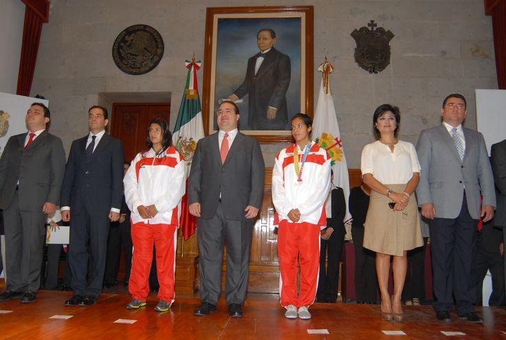 """El gobernador Javier Duarte de Ochoa dijo """"Promovemos una formación integral entre niños y jóvenes para que puedan desarrollarse en una vida sana""""."""