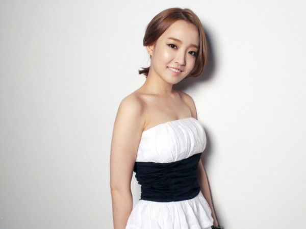 Tickets for Younha's solo concert sell out in 3 minutes