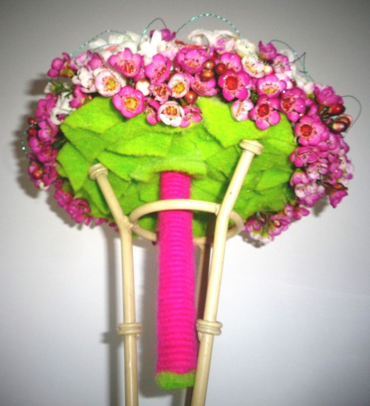 Poze buchet modern cu anemone si chamelaucium