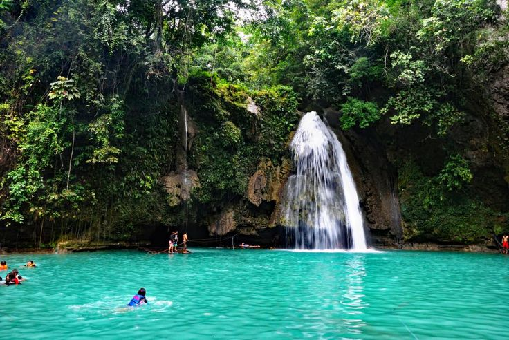 Swimming in a resplendent pool at Kawasan Falls The Philippines http://ift.tt/2lSnM5g