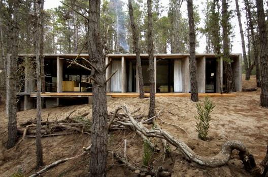 Casa de Hormigon / BAK Arquitectos [casasprefabricadasya.com]
