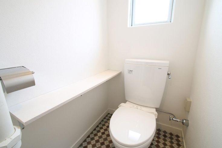 棚板×チェック柄の明るいトイレ(アンティークブルーのジブンだけ空間) - バス/トイレ事例|SUVACO(スバコ)