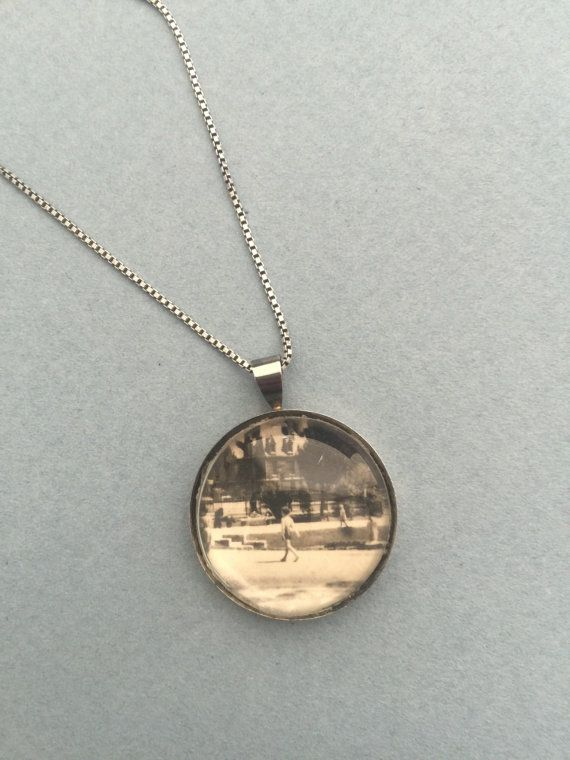 Handmade necklace with a vintage illustration by ArteEtBrocante