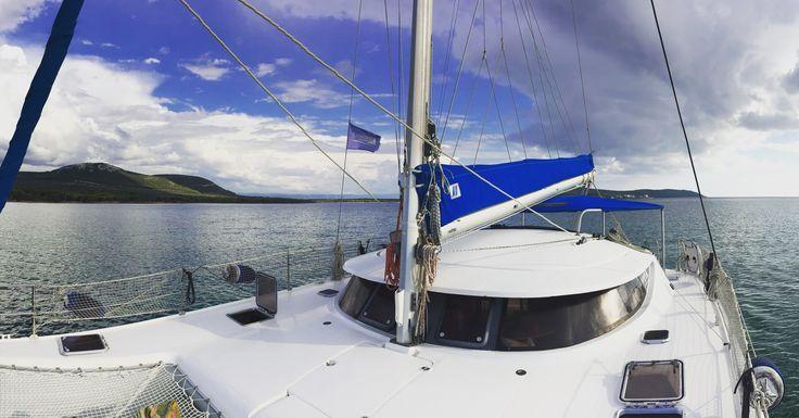 Questo articolo lo abbiamo postato per raccontarvi in #realtime un pizzico di #vacanza in #catamarano che i nostri ospiti hanno prenotato, Attimi di #relax, #benessere, #divertimento e bei posti tutti da scoprire e vivere con la #barca!http://www.asinaracatamaran.it/mentre-fuori-piove/