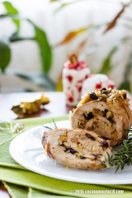 Este lomo relleno de frutas secas queda jugoso, dulce y delicioso. Perfecto y tradicional para Navidad y Año Nuevohttp://cocinamuyfacil.com/lomo-relleno-de-frutas-secas-receta/