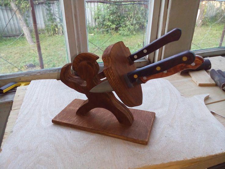 подставка для ножей с морилкой.  #фанера #лобзик #ручнаяработа #подставка #handmade #своимируками #Alexei_workshop