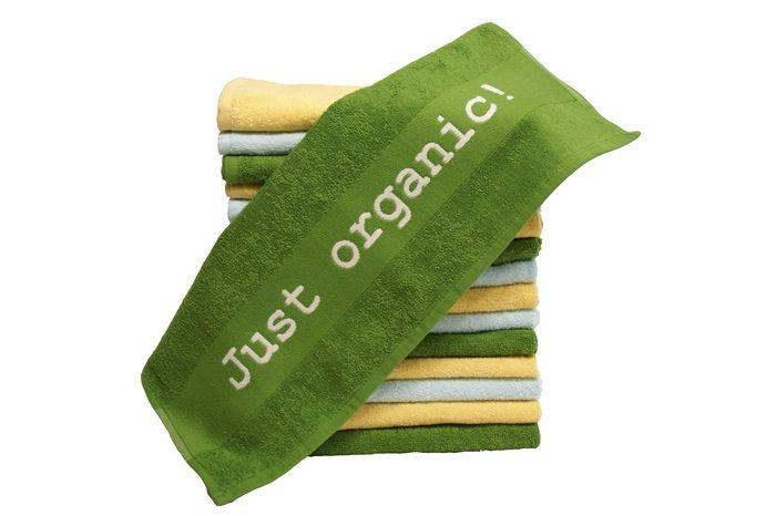 Een aanwinst voor de biologische keuken! Mooie keukenhanddoeken die je keuken lekker opfrissen. Gemaakt van 100% biologische katoen, vervaardigd in Turkije, met het opschrift 'Just organic!'.      Formaat 50x50 cm. Keuze uit drie verschillende kleuren: groen, zacht geel en licht aqua.