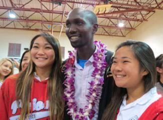Olympic marathon bronze medalist, Wilson Kipsang, spoke to Hawaii school girls prior to the Hawaii Marathon on Sunday Photo:Jane Monti-Race Results Weekly