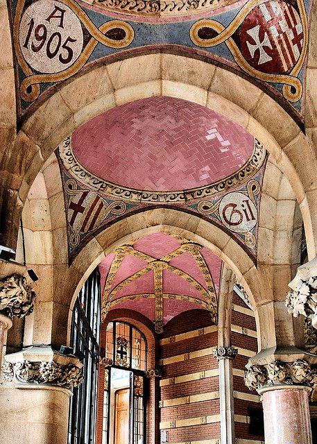 Hospital de la Santa Creu i de St Pau, joya modernista de Domènech i Montaner, #Barcelona http://www.viajarabarcelona.org/lugares-para-visitar-en-barcelona/hospital-de-la-santa-creu-i-de-sant-pau/ #Modernismo