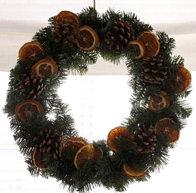 Back-to-nature christmas wreath