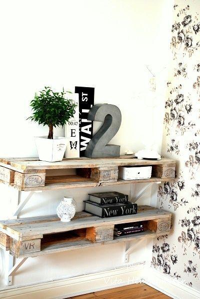 Une étagère déco en palette  http://www.homelisty.com/meuble-en-palette/