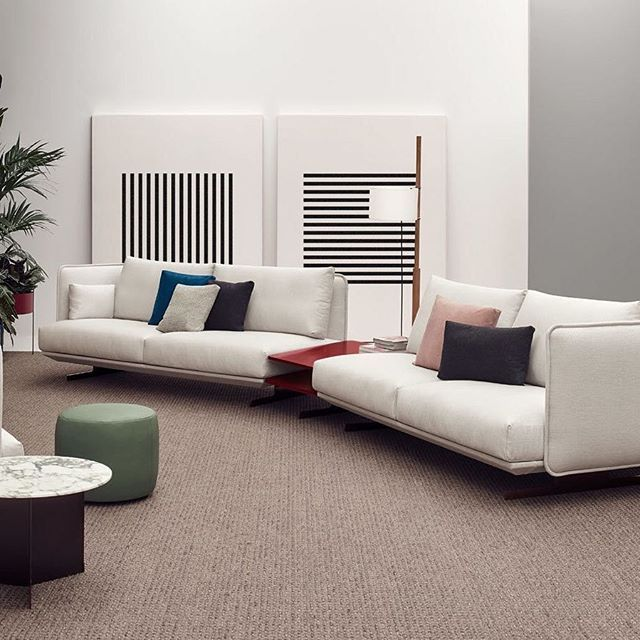 Elegir un sofá no es tarea sencilla, pero nosotros te ayudamos en todo el proceso. No solo te aconsejamos si no que te lo ponemos fácil con descuentos y promociones. Como en el caso del Sofá Serene de @joquer_bcn, que hasta el 30 de Noviembre, tienes un descuento genial para animarte a renovar la pieza más importante de tu hogar. ¡Un nuevo diseño de Mario Ruiz que nos tiene a todos enamorados! #DomésticoShop #design #designinterior #interiordesign #interior4you #interior123 #interiordecor…
