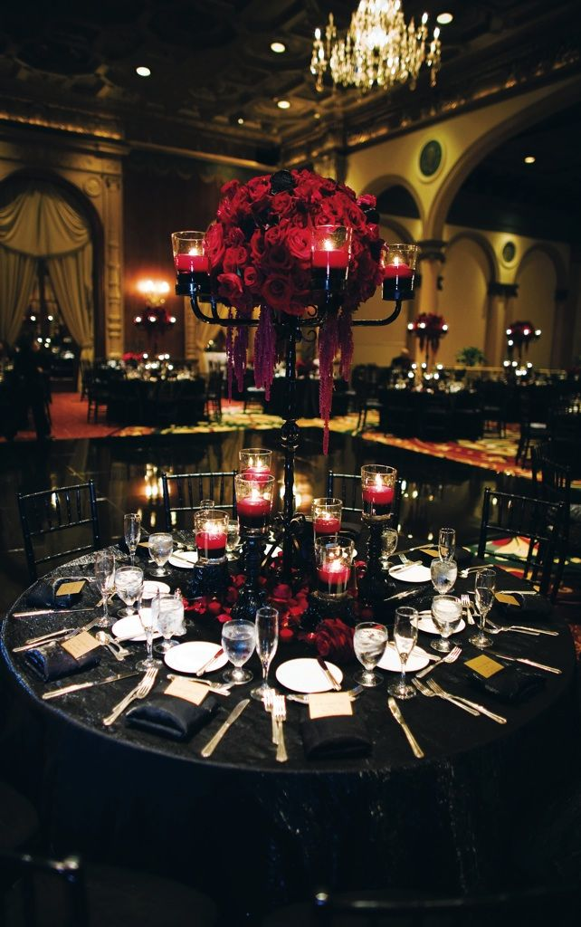 black and red tablescape . decor.. I would like my wedding to look similar to this but in black and purple.