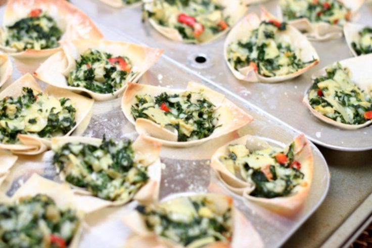 Ingredients       	24 wonton wrappers   	1 1/2 cup frozen spinach, thawed and chopped   	1 1/2 cup artichoke hearts, chopped   	6 oz cream cheese   	1/4 cup sour cream   	4 tbsp Parmesan cheese   	1 tsp red pepper flakes