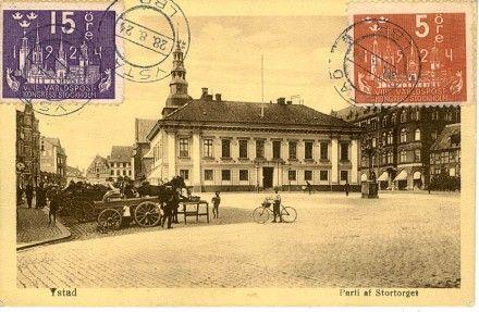 Rådhuset i bakgrunden. Sänt till Algeriet, st. Ystad 28.8.24.