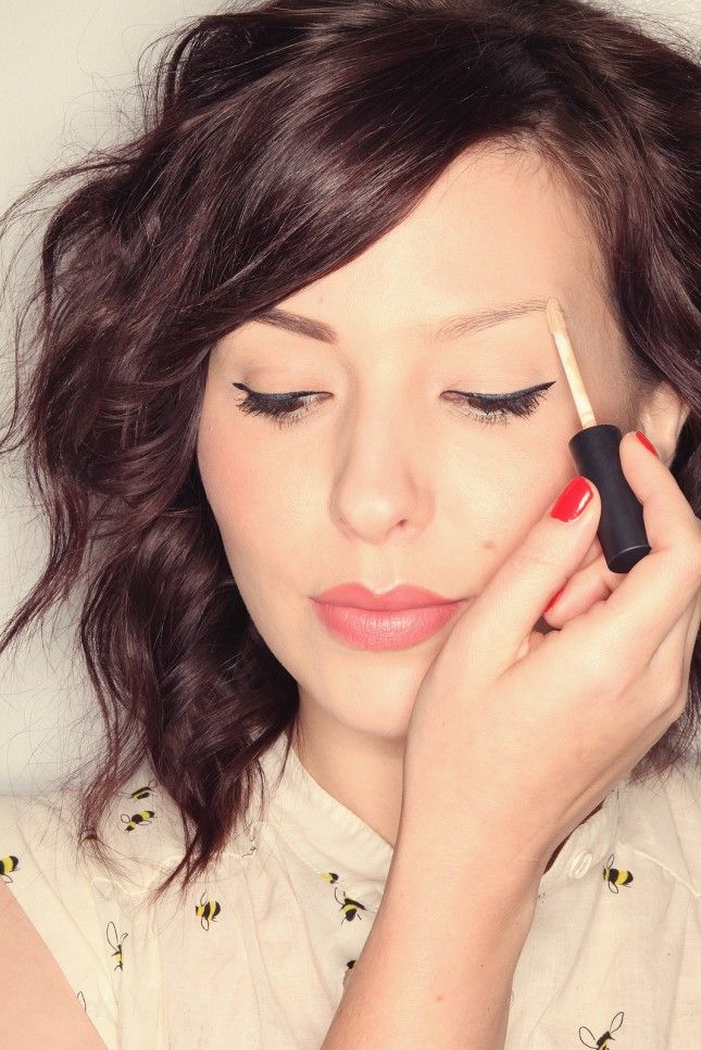 Use primer/pencil/sealer to get perfect brows.
