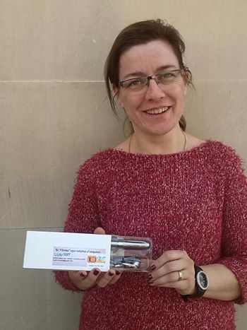 La Sandra Algaba ja te el seu obsequi gràcies a la seva participació al concurs de l'espai La Vitrina del programa Feqüència Quotidiana de Ràdio Sant Esteve. Moltes felicitats Sandra!