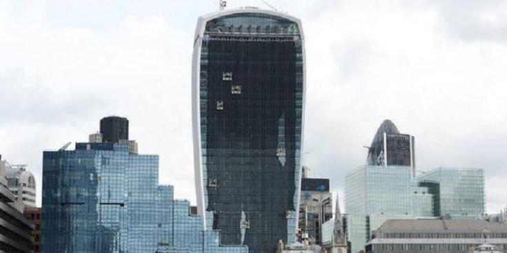 London Tak Butuh Lagi Pencakar Langit | 13/01/2015 | SolusiProperti.com - Perlawanan terhadap pembangunan pencakar langit besar-besaran di London, kembali disuarakan para pakar arsitektur setempat. Satu di antaranya kantor arsitek yang dimiliki keluarga ... http://news.propertidata.com/london-tak-butuh-lagi-pencakar-langit/ #properti #rumah #proyek