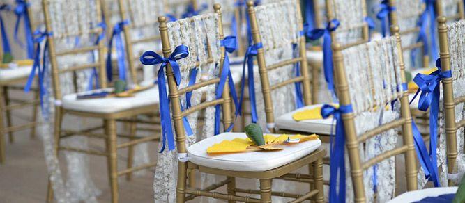 ¿Necesitas inspiración para decorar las sillas de tu boda de forma original? Aquí te contamos las claves para que tu gran día esté lleno de elegancia. ;)