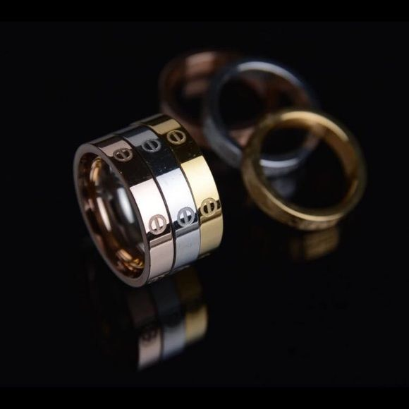 Carter Love Rings Cartier Love Collection (top quality imitation) available in gold, silver and rose gold. Water/beach resistant. Stainless steel. Jewelry Rings