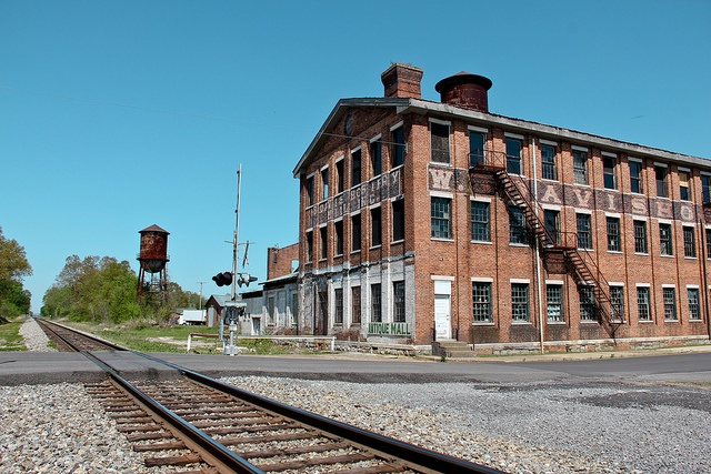 Old Textile Mill - Fort Payne, Alabama by Valentinian, via Flickr