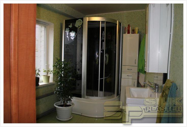 В прекрасный #отделочный_материал #SILK_PLASTER я влюбилась сразу (еще при отделке своей спальни). И вот добралась до #ремонта_ванной_комнаты. #Отделка только SILK PLASTER! #Вентиляционный_короб у меня чудесного бирюзового цвета «Виктория 707», а вот #стены я скомбинировала из двух оттенков зеленого: «Виктории 716» и «Виктории 715».  http://www.plasters.ru/info/articles/2015/shcherbakova_elena/