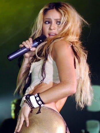 Shakira será la encargada de cerrar la clausura de Brasil 2014  Read more: http://www.tueresmivida.net/search/label/Far%C3%A1ndula#ixzz37SUA9aLN