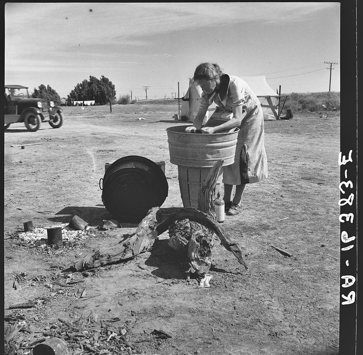 Laundry facilities in migratory labor camp. Imperial Valley, California, near Calipatria, 1937 - Dorothea Lange