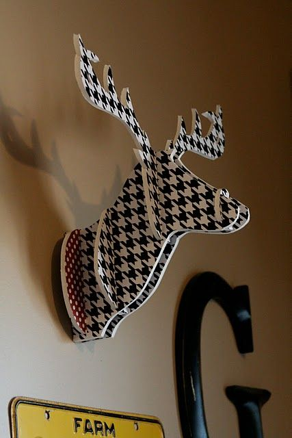 DIY modern deerhead.    Not a fan of the houndstooth pattern, but this would be awesome in white or silver. Or for Christmas decor.