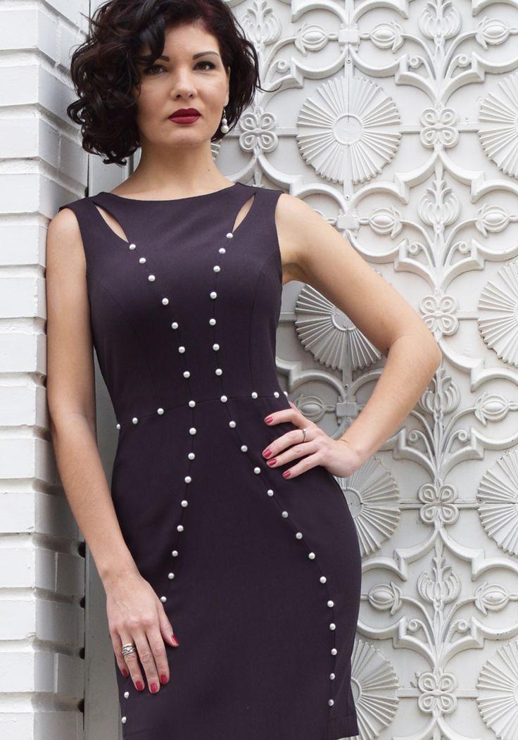 DRESSES : Designer Dress with Pearls   STYLATI #pearls #bodycondress #springsummer2018 #dresswithpearls
