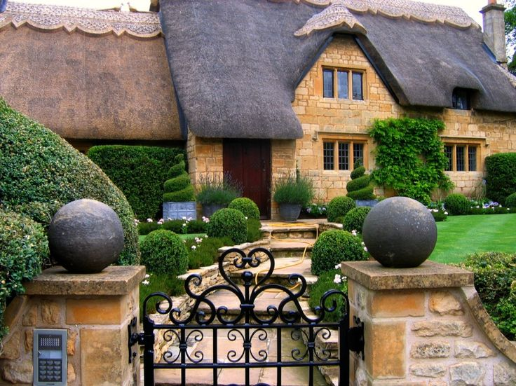 """Cottage in Chipping Campden, the Cotswolds, England, posted by farhad on pixdaus.com   """"Nowhere does traditional England better than the Cotswolds…and nowhere better than Chipping Campden. You probably feel you know the place- even if you've never been there. With all those quaint honey-stone houses, cosy tearooms and antiques shops crammed with silver-jubilee mugs, this absurdly pretty 13th century market town must have inspired a thousand jigsaw puzzles"""" (The London"""
