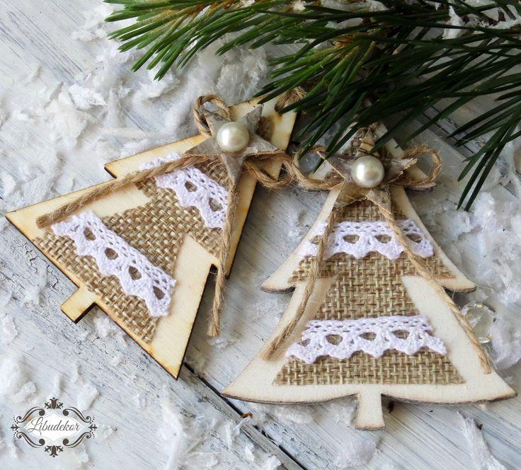 """""""Vánoční""""+ozdoby+stromky+2.+dřevěné+ozdoby+na+stromek,+na+dárky,+na+věnec+nebo+jako+milá+pozornost+dozdobené+jutou,+krajkou,+perličkou,+bříza+hvězdičkou+velikost:+8.5+x+3.3+x+6.5+cm+Cena+je+uvedena+za+3ks."""