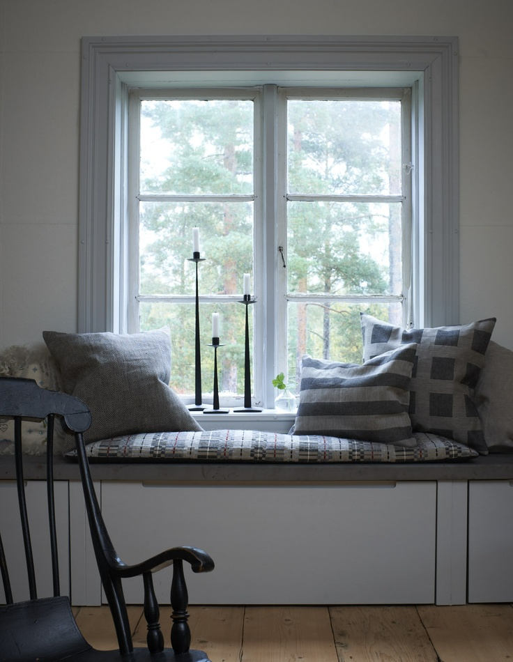 Linen pillows from Växbo Lin and candle holders from Hemslöjdsprodukter