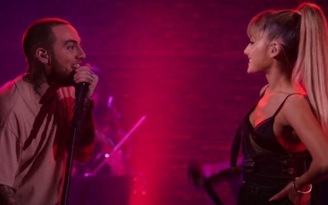 My Favourite Part: guarda il duetto di Ariana Grande con il suo fidanzato Mac Miller Ariana Grande si è ricongiunta con il suo attuale fidanzato Mac Miller, durante una delle sue date del The Divine Femine Tour. La cantante dalla coda di cavallo, ha raggiunto il suo innamorato sul pa #arianagrande #macmiller