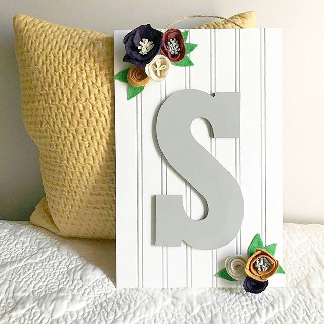 How beautiful is this monogrammed sign up!? 😄🙆😍 I need this right now! My name starts with S 😊 Grab it out from @eringlueckgoods's shop: www.eringlueckgoods.etsy.com  .  #wallhanging #signup #monogramlove #S #Serena #Sylvia #Simpson #Sarah #wallart #walldecor #homedecor #smallbiz #mycreativebiz #makersgonnamake #hellosmallshop #creativelifehappylife #handsandustle #tnchustler #creativeentrepeneur #girlboss #brandchat #creativepreneur #socialbusiness #designer #etsysellers #smallshop