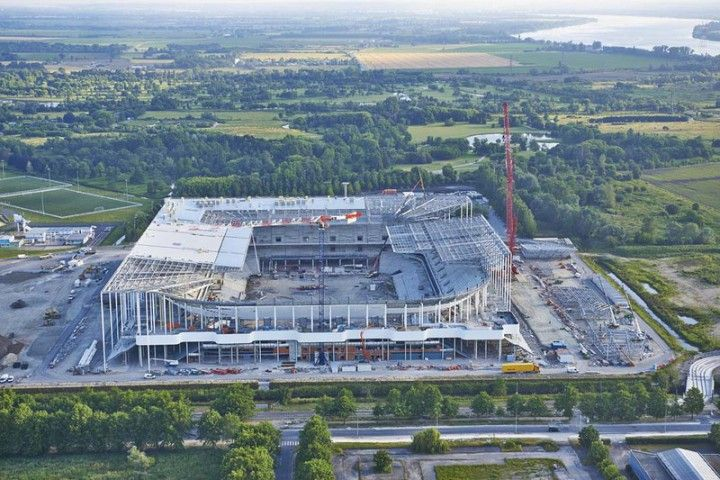 Vol de Juin au dessus du Nouveau Stade de Bordeaux http://ostadium.com/news/117/vol-de-juin-au-dessus-du-nouveau-stade-de-bordeaux